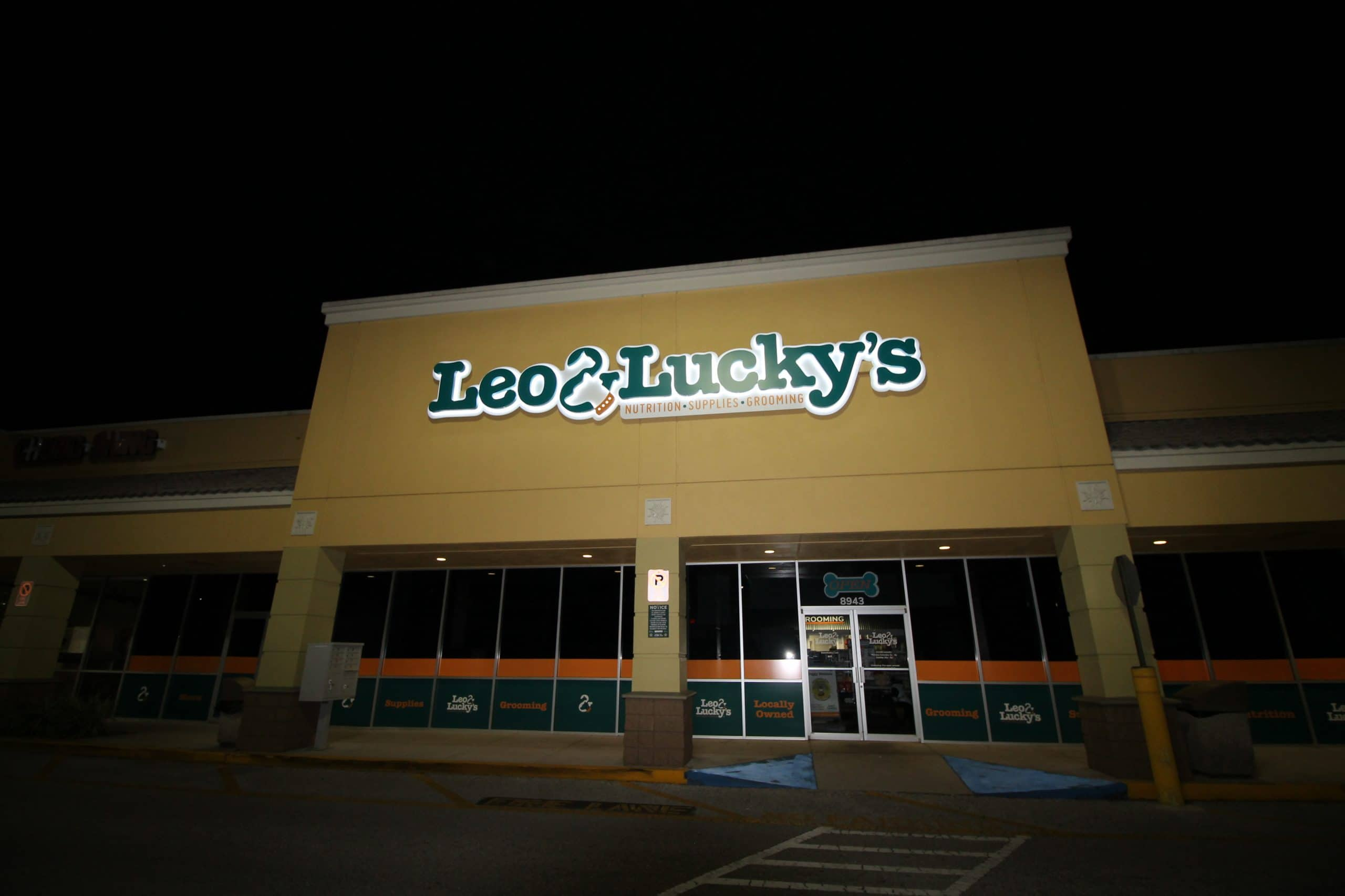 leo and luckys sign at night